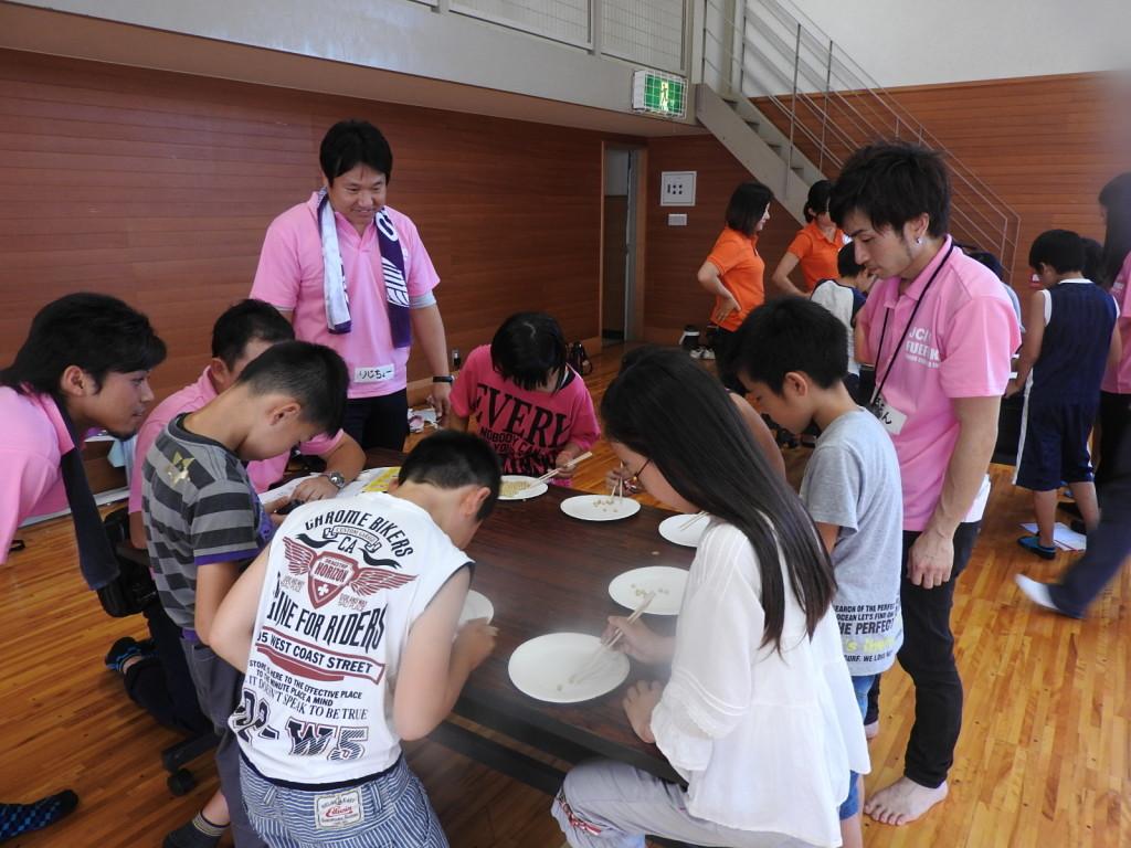 「チーム豆つまみ皿うつしリレー」、なんとこの種目でも日本一に!
